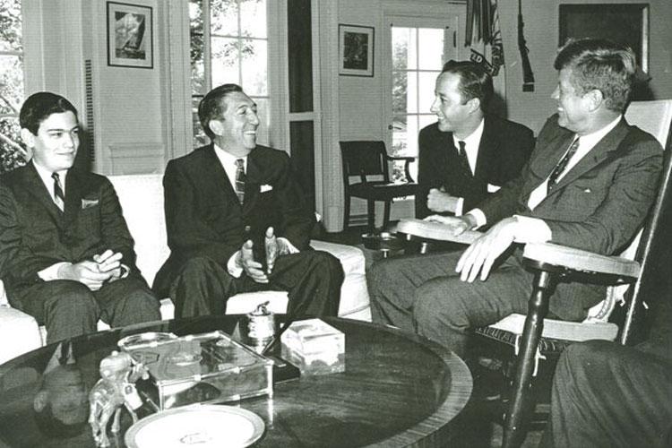 Presidente-Miguel-Aleman-Valdes-y-su-hijo-Jorge-Aleman-Velasco-con-John-F.-Kennedy