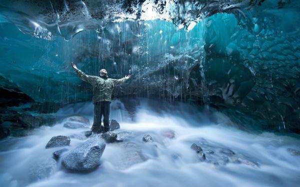 Cueva impresionante Alaska