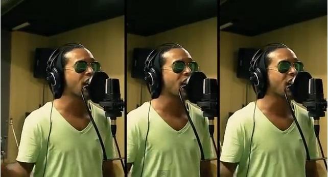 Ronaldinho cantando