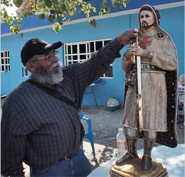 autodefensas papa pitufo decomisa estatua templarios migueldimayuga