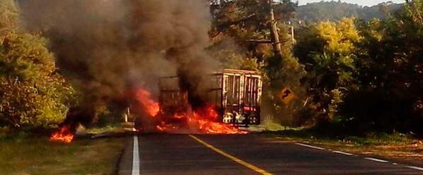 quema de camión carretera uruapan lombardía