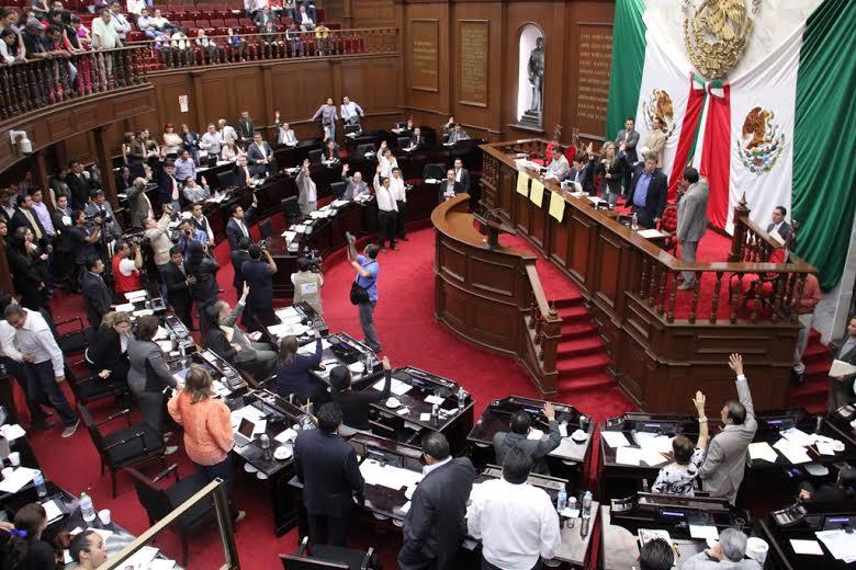 Photo of Michoacán: Diputados encienden ánimos en aprobación de Ley de Educación