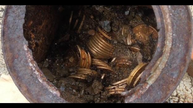 Photo of Una pareja de California encuentra un tesoro millonario en monedas de oro