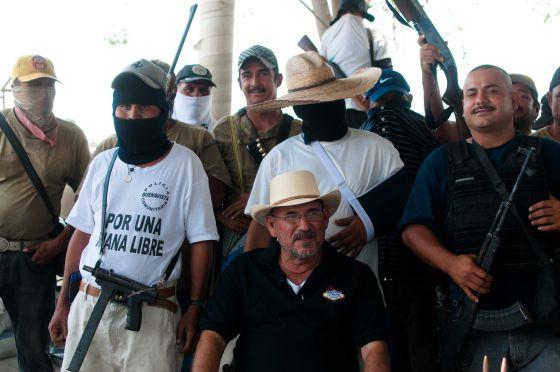 Photo of Autodefensas nombran a sucesores de Hipólito Mora