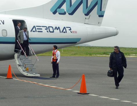 Photo of Michoacán: Avión que saldría de Lázaro Cárdenas al DF se incendia al despegar