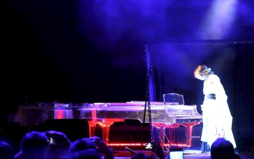 Photo of VIDEO: Pianista hace dueto con su holograma