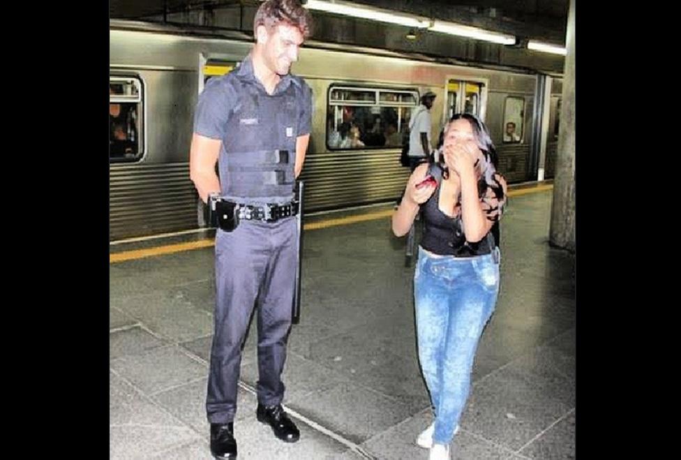 policía sexy del metro de brasil