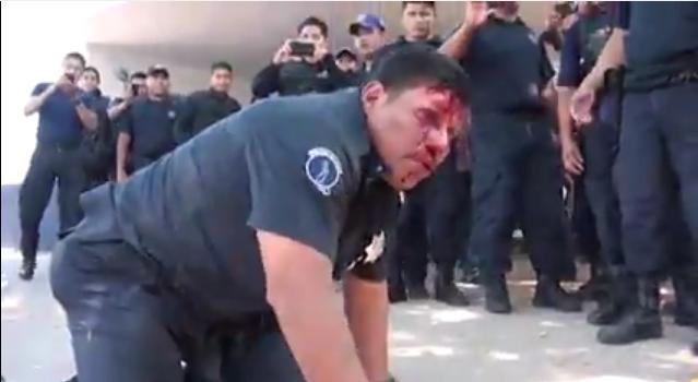 policías golpean a sus subordinados en tabasco