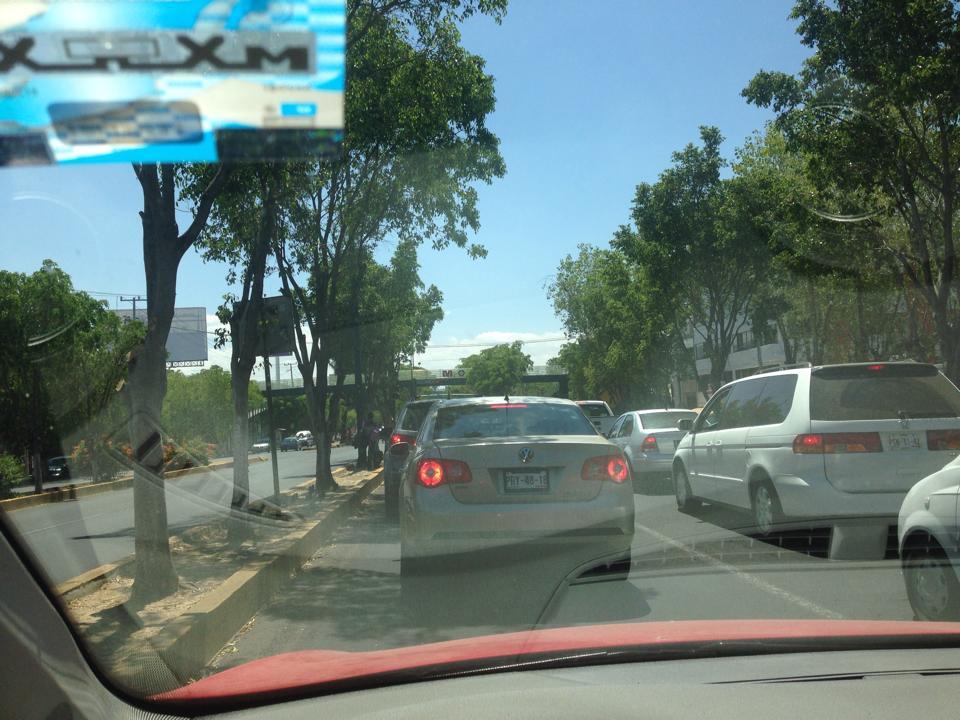 tráfico por bloqueo en La Huerta por Walmart