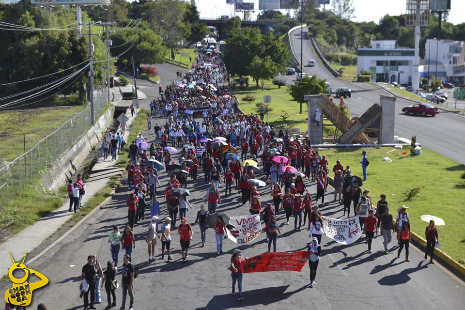 normalistas marcha La Huerta Morelia