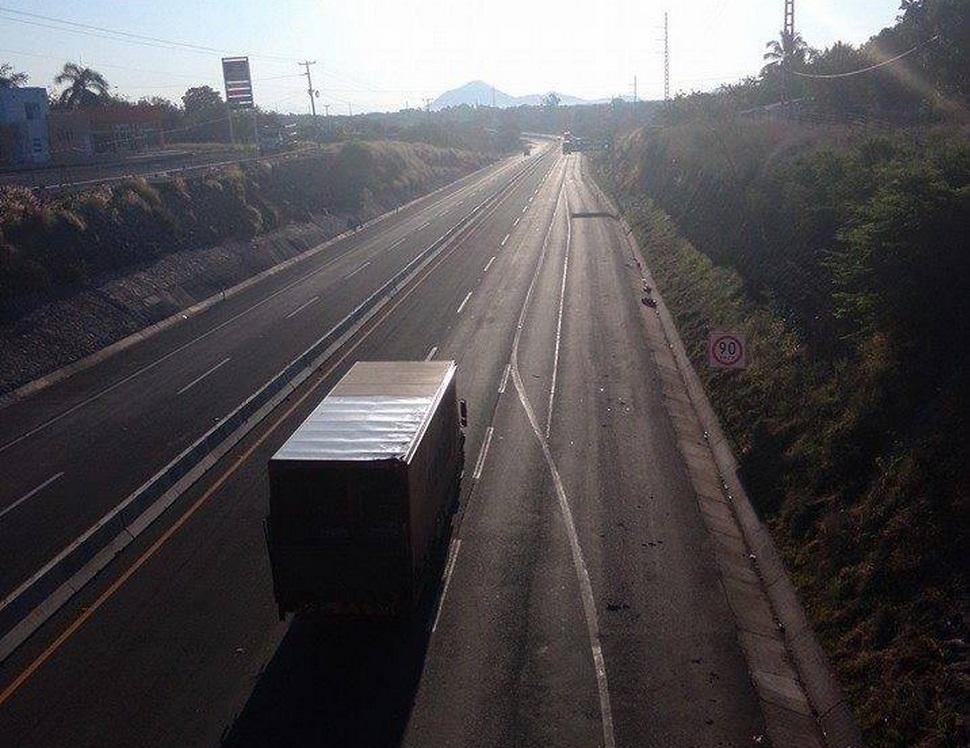 carretera Apatzingán-Nueva Italia altura de Úspero libre Michoacán