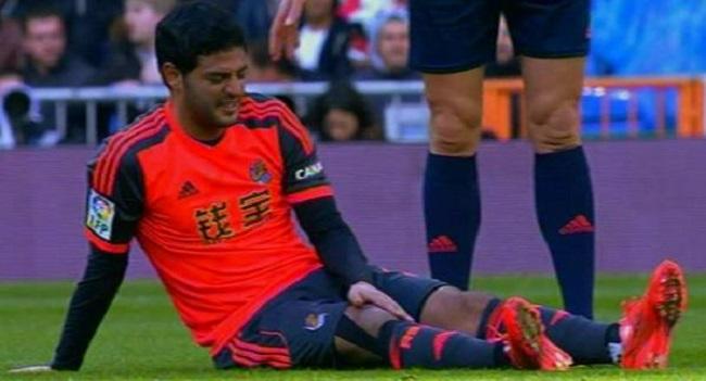 Carlos Vela se lesiona ante el Real Madrid
