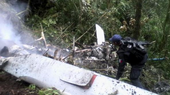 Helicóptero De Telmex Se Desploma En Santa María Chilchota, Hay 4 Muertos