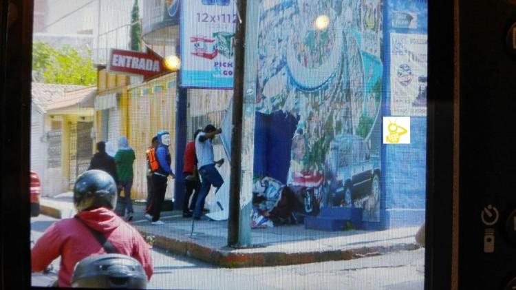 Grafiteando Y Encapuchados Miles De Normalistas Llegan Al Centro De Morelia 2