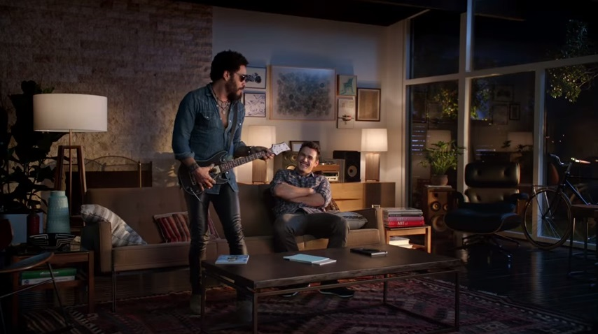 Lenny Kravitz y James Franco Guitar Hero comercial