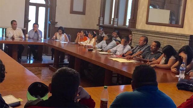 mesa-dialogo-normalistas-gobierno