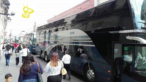 no vienen a pie si no en autobuses normalistas en Marcha morelia