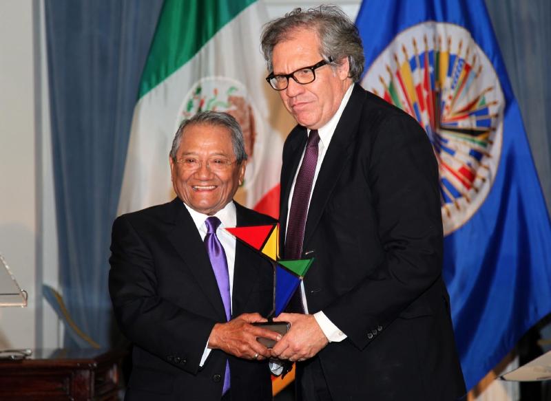 Recibe armando manzanero el premio patrimonio cultural de for Noticias de ultima hora espectaculos mexico