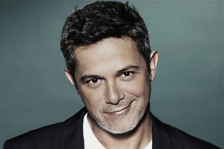 Alejandro-Sanz-Se-Tatúa-Por-Primera-Vez