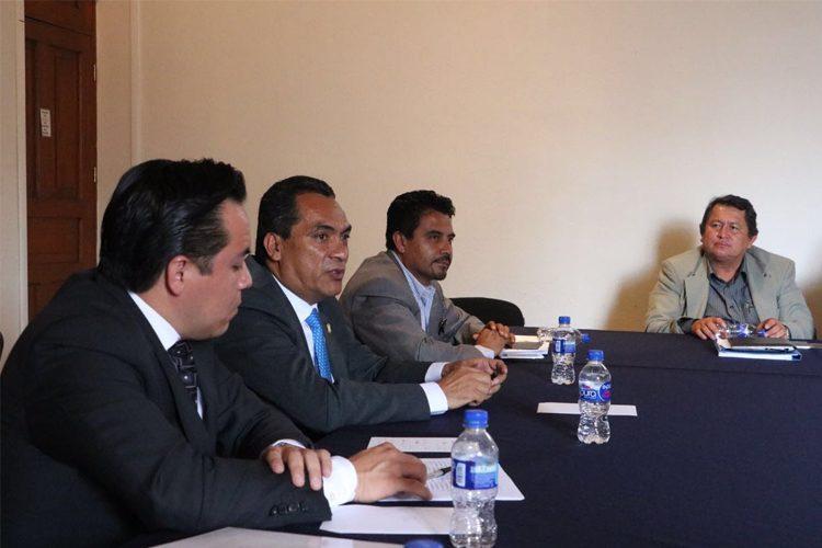 Se-reúne-Adrián-López-con-sindicatos-y-representantes-del-sector-salud
