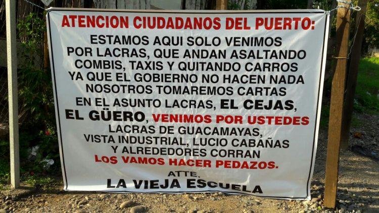 LÁZARO CÁRDENAS Aparecen letreros en LC atribuidos a un grupo delictivo, según fuentes de la PGJ (1)