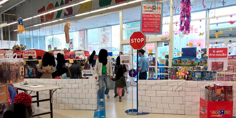 racismo-portugal-jugueteria-Toys-R-Us-miguel-layun-