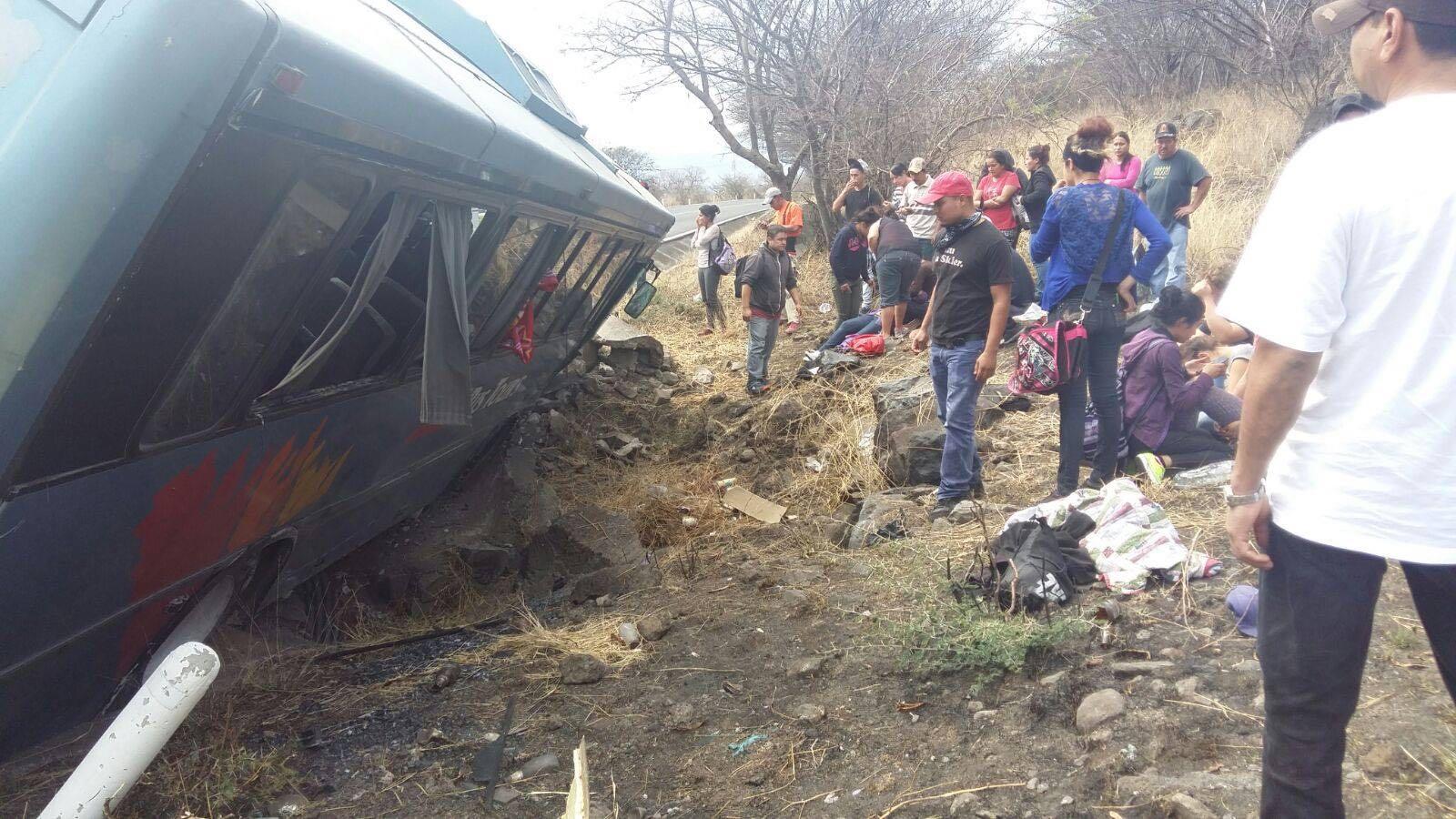 Michoac N Chocan Dos Autobuses En Ecuandureo Hay