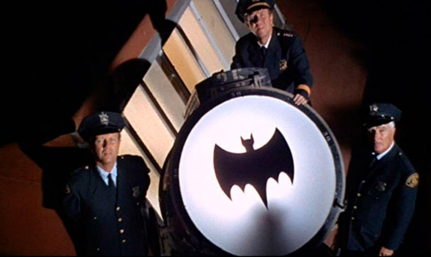 batiseñal-Batman-Adam-West-homenaje-Los-Ángeles