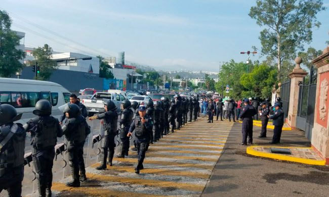 granaderos-Casa-de-Gobierno-manifestacion-6