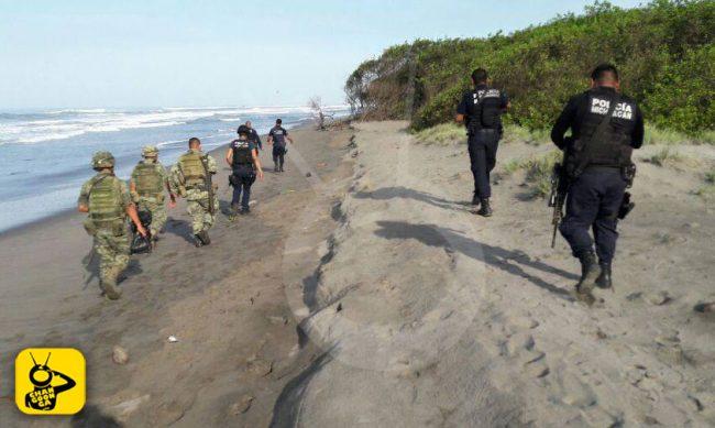 militares-policias-playa-Lazaro-Cardenas