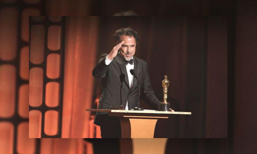 """Photo of ¡Otro Oscar! Iñárritu Recibe Premio Por Su Producción """"Carne Y Arena"""""""