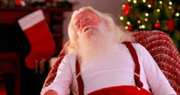 Photo of Médicos Diagnostican A Santa Claus Con Serios Problemas De Salud; Sugieren Su 'Retiro'