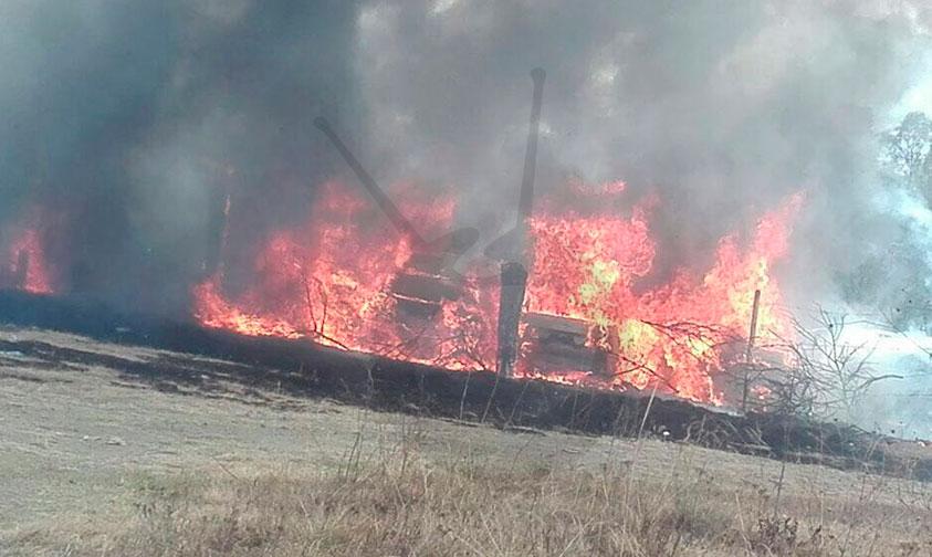 Photo of Se Incendia Corralón De Grúas Ubicado En La Salida Pátzcuaro (Video)
