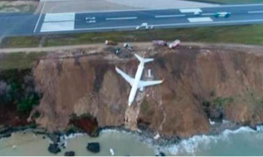 Photo of Avión Aterrizó Emergente En El Borde Del Mar (VIDEO)