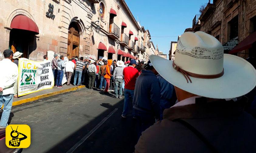 Photo of #Morelia Se Manifiestan Campesinos En El SAT