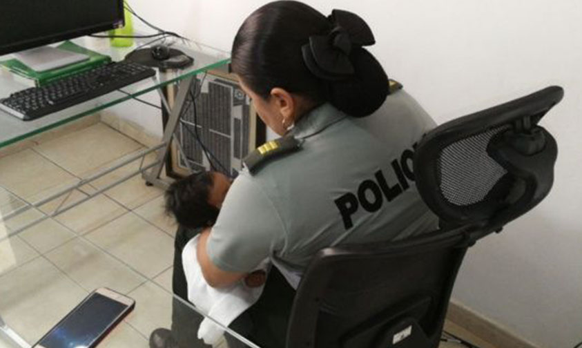 Photo of ¡Indignación Total! Arrestan A Madre Por Prestar A Su Bebé  Para Limosnear En Colombia