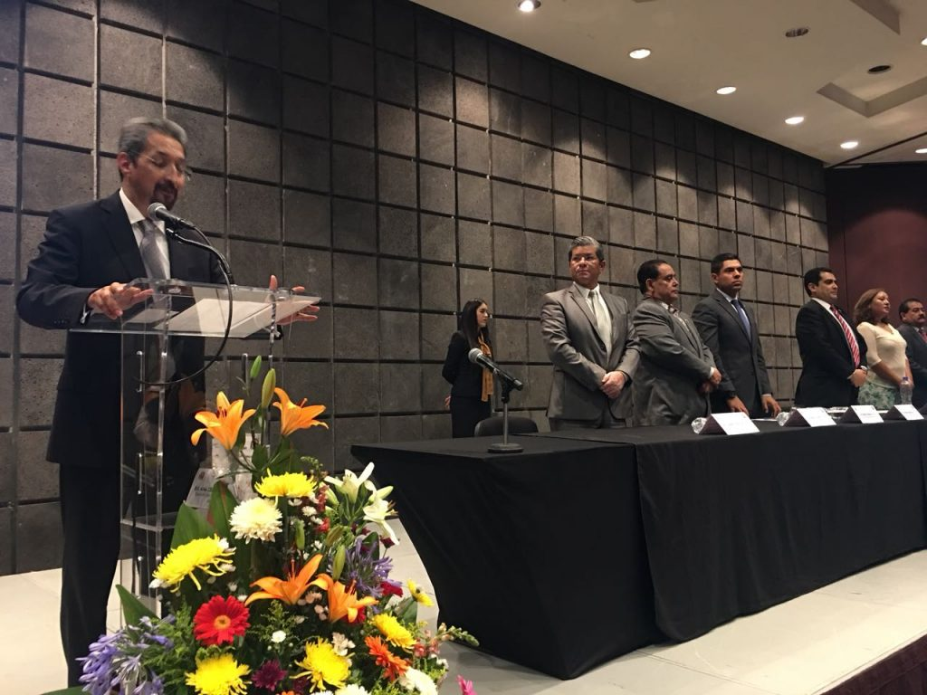 Photo of Egresados De Odontología Contribuyen A Darle Buen Ranking A La UMSNH: Rector