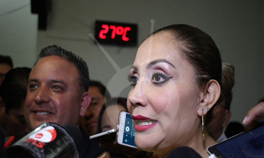"Photo of Minerva Bautista Llega Hora Y Media Tarde A Registro ""Para Generar Suspenso"""