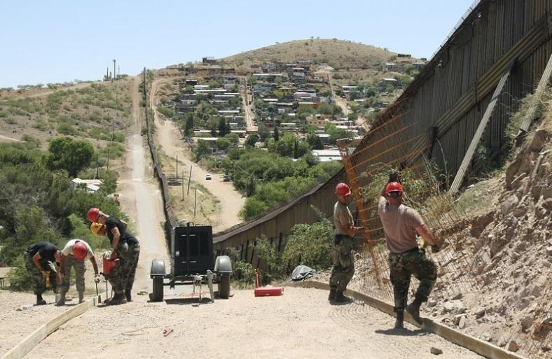 Photo of Arizona Mandará Tropas Militares A La Frontera Con México La Próxima Semana