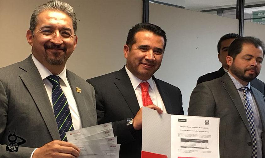 Photo of Grupo Santander Se Mocha Con 450 Mil Pesos Para Educación De 11 Alumnos De La UMSNH