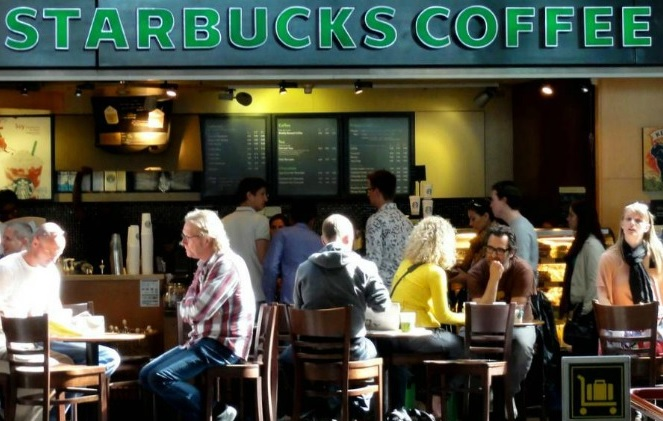 Photo of Starbucks Cambia Políticas: Gente Podrá Entrar A Sus Baños Sin Consumir ..En Estados Unidos