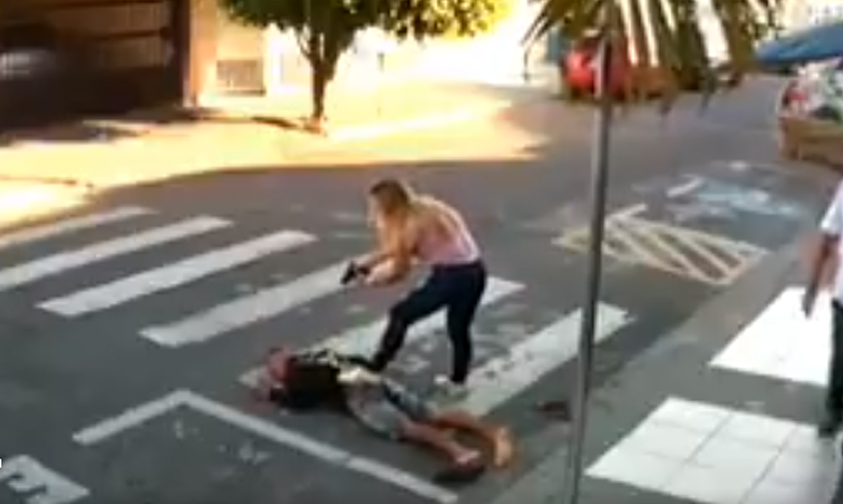 Photo of #Video Mujer Policía Se Le Pone A Delicuente En Festival De Día De Las Madres