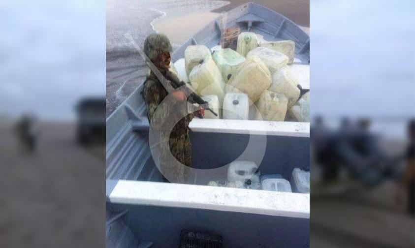 Photo of En Lázaro Cárdenas Aseguran Cargamento Con Supuesta Cocaína Y Combustible Ilegal