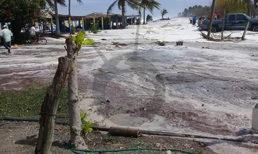 """Photo of #Michoacán Playas De Lázaro Cárdenas Tienen Oleaje Alto A Cauda Del Huracán """"Bud"""""""