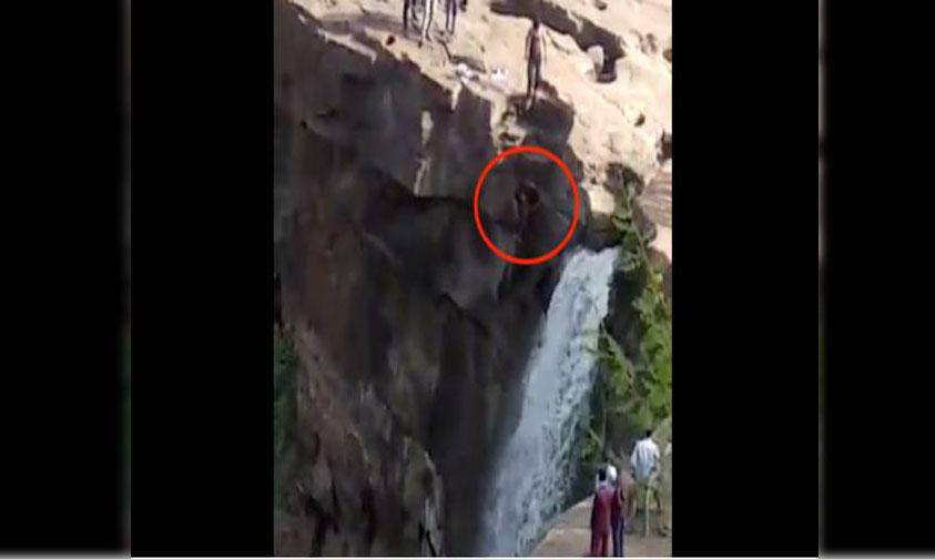 Photo of #Vídeo Hombre Muere Por Tomarse Selfie En Cataratas