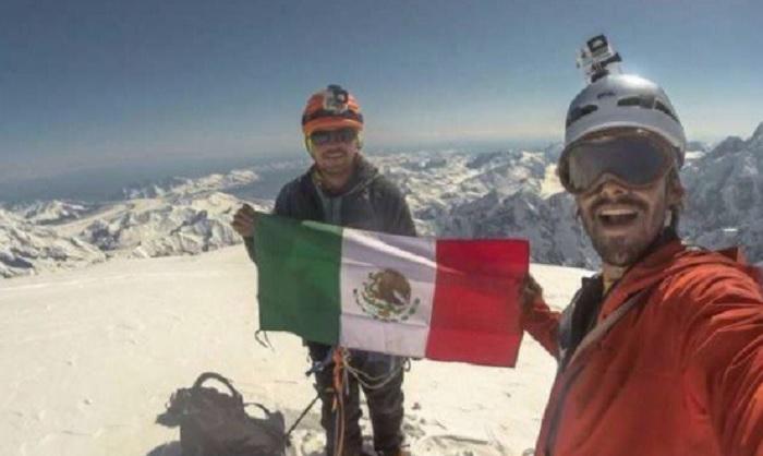Photo of Fallecen 2 Alpinistas Mexicanos Mientras Descendían De Pico Peruano