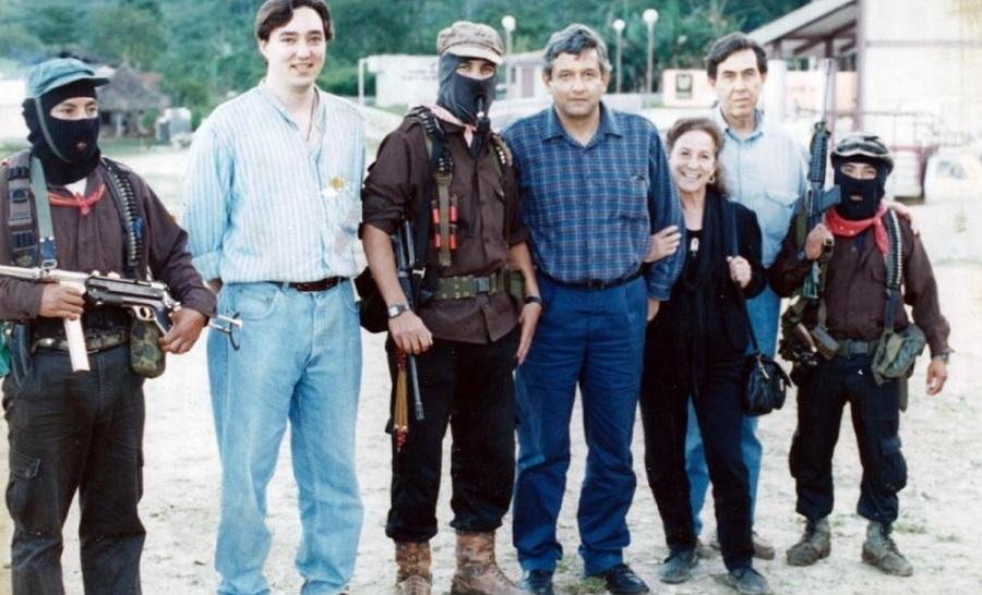 Photo of Cárdenas Jr Confirma Autenticidad De Foto Con AMLO, Marcos, El Ingeniero Y Doña Rosario