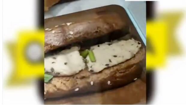 "Photo of #Vídeo Graban ""Mini Cucarachas"" En Baguette De Starbucks En Cancún"