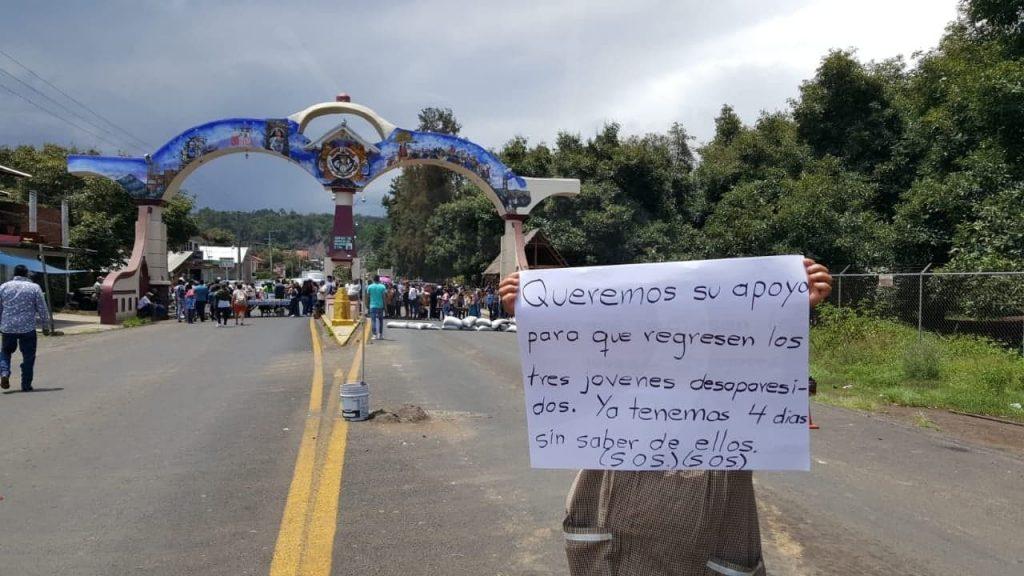 Photo of En Protesta Por Desaparición De 3 Jóvenes Cierran Acceso A San Juan Nuevo