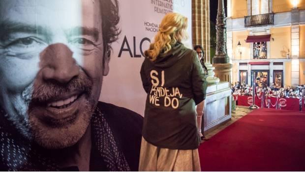 "Photo of Sara Hoch Responde A Melania Trump ""Sí, Pendeja, Nos importa"""
